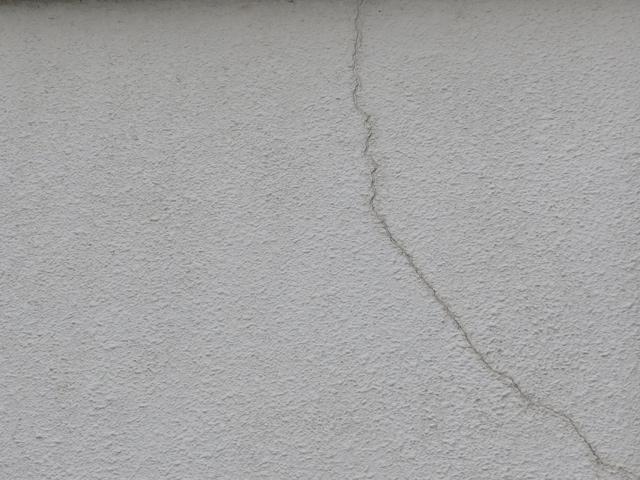 外壁 モルタルのひび割れ