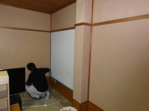 ケイソウ土上塗り作業中