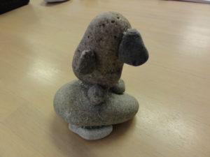 石をくっつけたペンギン。