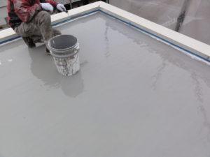 ウレタン防水材塗り作業