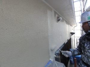 外壁 中塗り作業中