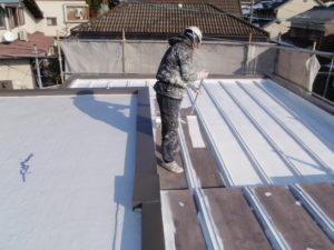 屋根塗装工事中①