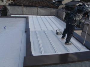 屋根塗装工事中②