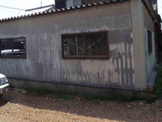 車庫のリブトタン壁