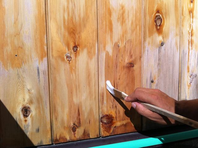 板壁の白木復元作業