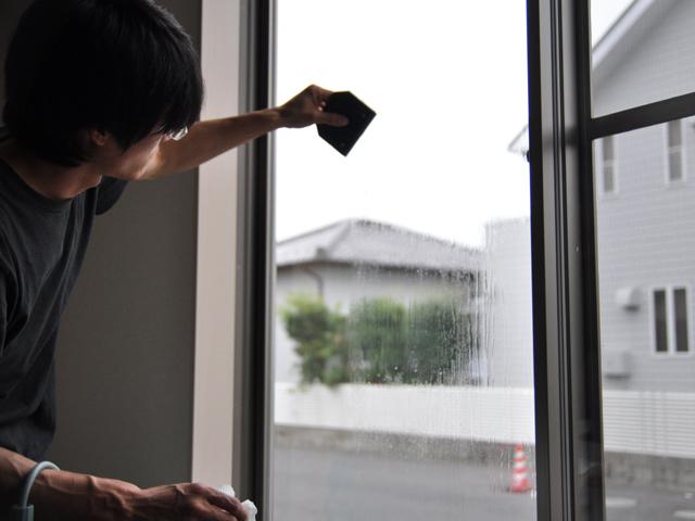 ガラスに遮熱フィルム貼り