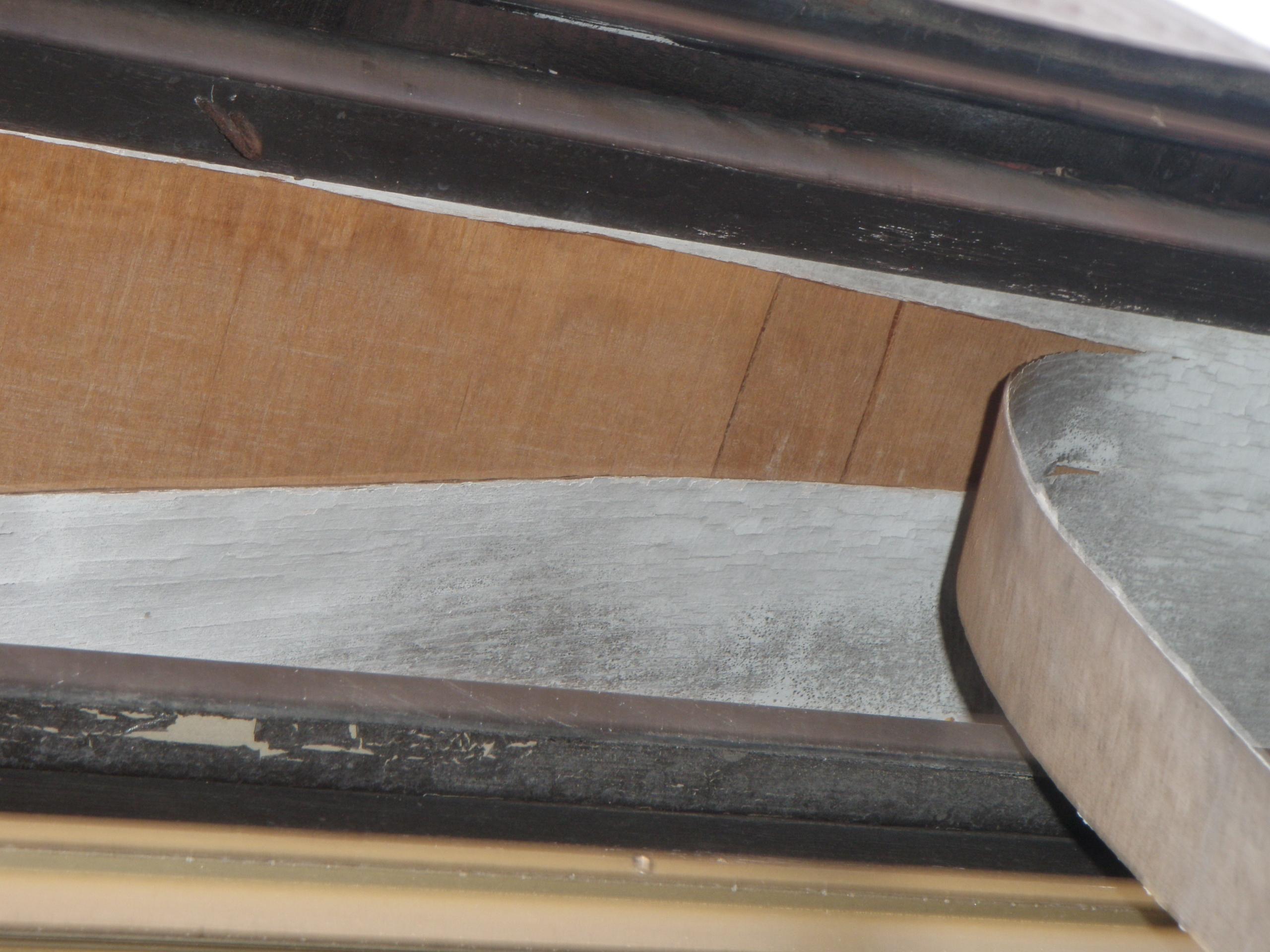 調査写真④ ベニヤ板の剥がれ